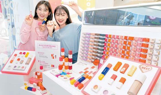 이마트는 새로운 화장품 브랜드 '스톤브릭(Stone Brick)'을 론칭했다. 이로써 이마트 의 화장품 사업영역이 기초화장품 중심에서 색조화장품까지 확장됐다. [사진 이마트]