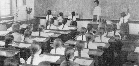이화학당에서 수학교육을 받고 있는 학생들. [중앙포토]