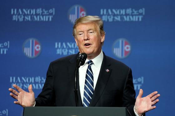 도널드 트럼프 미 대통령이 28일 베트남 하노이에서 기자회견을 하고 있다. [EPA]