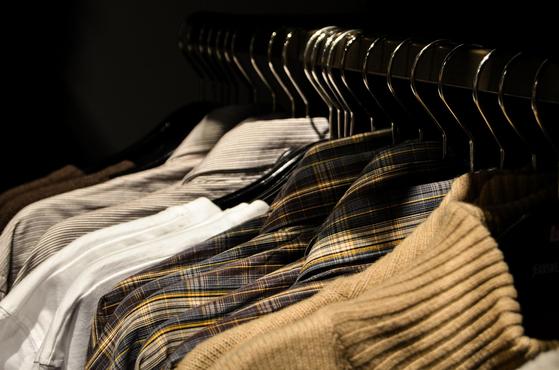 연령별로 자신의 옷장에 가지고 있어야 하는 옷들이 있다. 옷을 잘 입는다는 것은 치장의 의미보다 자신의 외모를 포장해 조금이라도 좋게 보이게 만들기 위함이다. [사진 pixabay]