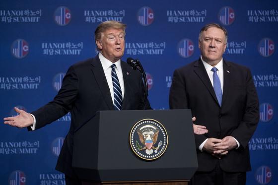 28일 하노이 회담이 결렬된 뒤 도널드 트럼프 미국 대통령과 마이크 폼페이오 미국 국무부 장관. [AP=연합뉴스]