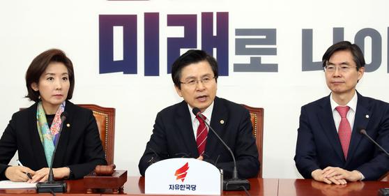황교안 대표가 첫 주재한 자유한국당 최고위원회의가 28일 오전 국회에서 열렸다. 황 대표가 모두 발언하고 있다. [변선구 기자]