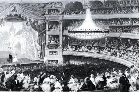 파리의 3대 오페라 극장 중 하나인 이탈리아 극장 'Theatre Italien'의 1840년 내부 모습. 쇼팽은 이 극장에서 오페라를 즐겼다. 외진 라미의 그림을 모트랑이 판화로 제작한 것이다. [사진 Wikimedia Commons(Public Domain)]