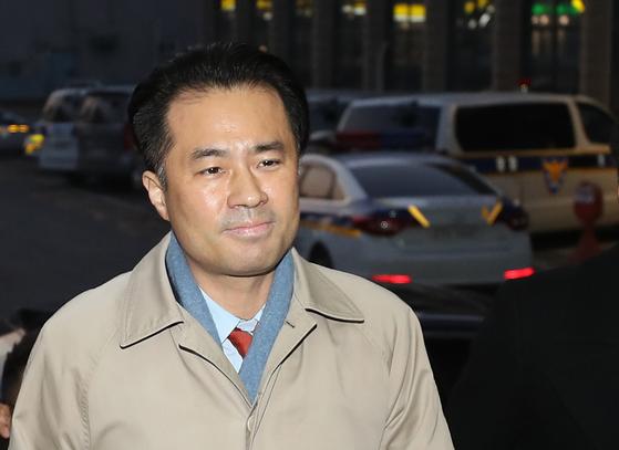 1일 오전 서울 마포경찰서에 출석하고 있는 김웅 프리랜서 기자. [연합뉴스]