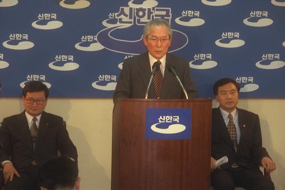 신한국당 입당 발표를 하는 이회창 전 총재. [중앙포토]
