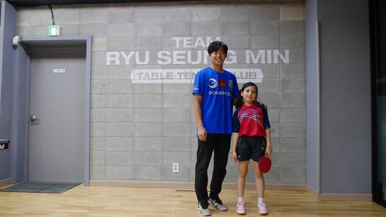 두드림 스포츠단의 꿈나무 선수와 코치. [사진 홍미옥]