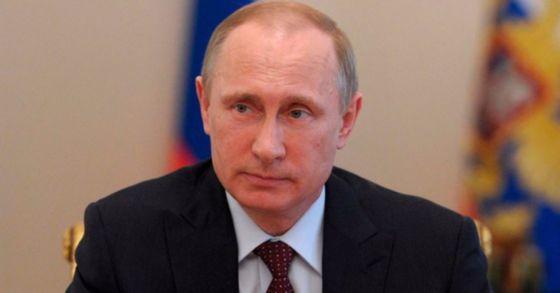 """푸틴 """"중거리핵전력 조약 이행중단"""" 대통령령에 서명"""