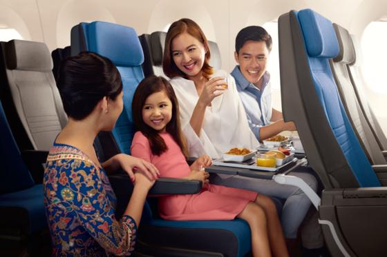 싱가포르항공이 인천~싱가포르 노선에 투입한 A350-900 기종은 이코노미 좌석에서도 1800개가 넘는 기내 엔터테인먼트 프로그램을 즐길 수 있다. [사진 싱가포르항공]