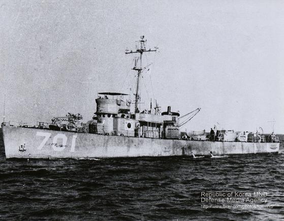 개전 초에 대한해협 해전을 승리로 이끈 PC-701 백두산함. 제2차 인천상륙작전에서도 맹활약했다. [사진: 해군]