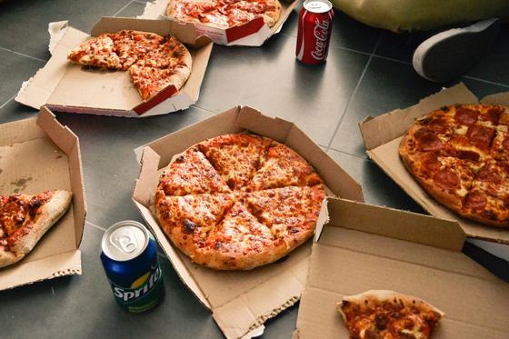 패스트푸드의 섭취는 당뇨 발생 위험을 높이는 독립적인 요인으로 작용하였는데 그 이유는 방부제, 첨가당 등이 함유되어있기 때문으로 분석된다. [사진 pixabay]