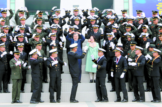 문 대통령, 해군사관학교 졸업식 참석