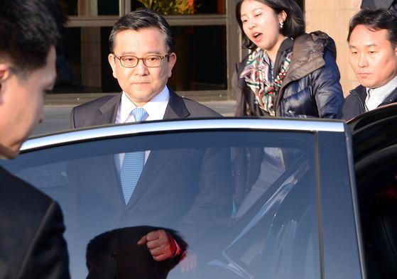 2013년 3월 21일 과천 정부청사에서 퇴근하고 있는 김학의 당시 법무부 차관. [중앙포토]