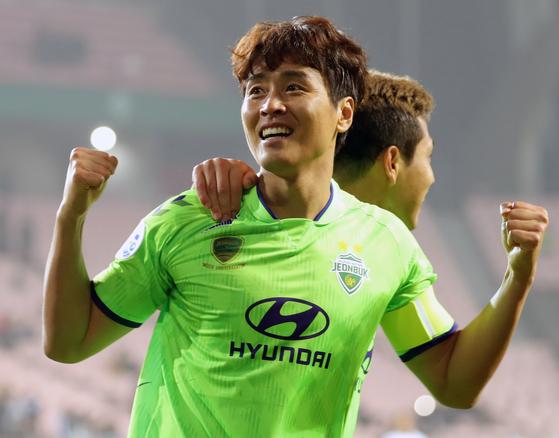 전북 현대 이동국이 6일 베이징과 아시아 챔피언스리그에서 골을 터트린 뒤 기뻐하고 있다. [뉴스1]