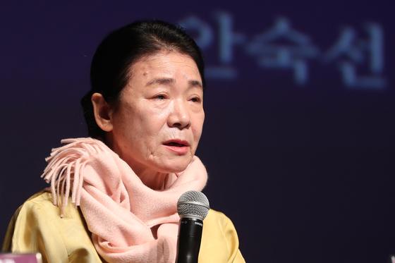 6일 이야기 창극 '두 사랑'제작발표회에 참석한 판소리 명창 안숙선. [연합뉴스]