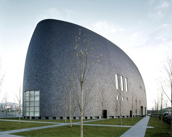 이소자키 아라타의 건축은 동서양 문화에 대한 깊은 이해가 녹아 있다는 평가를 받는다. 사진은 나라 센테니얼 홀(1998). [사진 The Pritzker Prize]