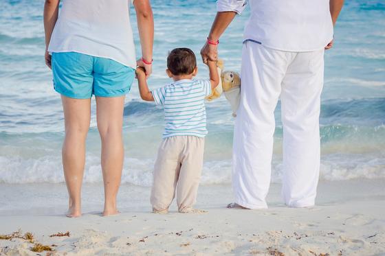 결혼 전 만나던 사람이 낳은 아이가 제 아이 같아요. 제가 아이를 데리고 와서 키울 수 있는 방법이 없을까요? [사진 pixabay]