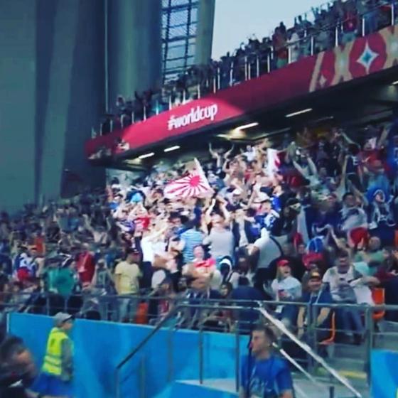 지난해 6월25일 러시아 월드컵 일본과 세네갈전 관중석에서 일본 응원단이 욱일기를 들고 응원을 펼쳤다. [서경덕 인스타그램]