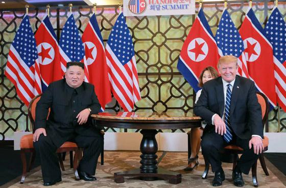 김정은 북한 국무위원장과 도널드 트럼프 미국 대통령이 2월 28일 베트남 하노이 메트로폴 호텔에서 단독회담, 확대회담을 했다고 노동신문이 1일 보도했다.(노동신문) 2019.3.1/뉴스1