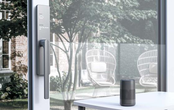 히든 디스플레이 핸들은 기상·미세먼지 상태와 실내 공기의 질을 실시간으로 비교·분석해 환기가 필요한지 여부를 알려준다.