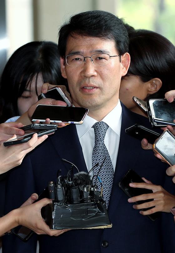 사법행정권 남용 피의자로 지난해 검찰에 소환됐을 당시 신광렬 서울고법 부장판사. [뉴스1]