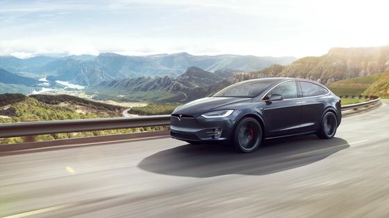 테슬라 모델X의 모습. 테슬라 등이 전기차 시장을 선도하면서 미국산 자동차에 대한 국내 소비자들의 인식이 달라지고 있다는 분석도 있다. [사진 테슬라코리아]