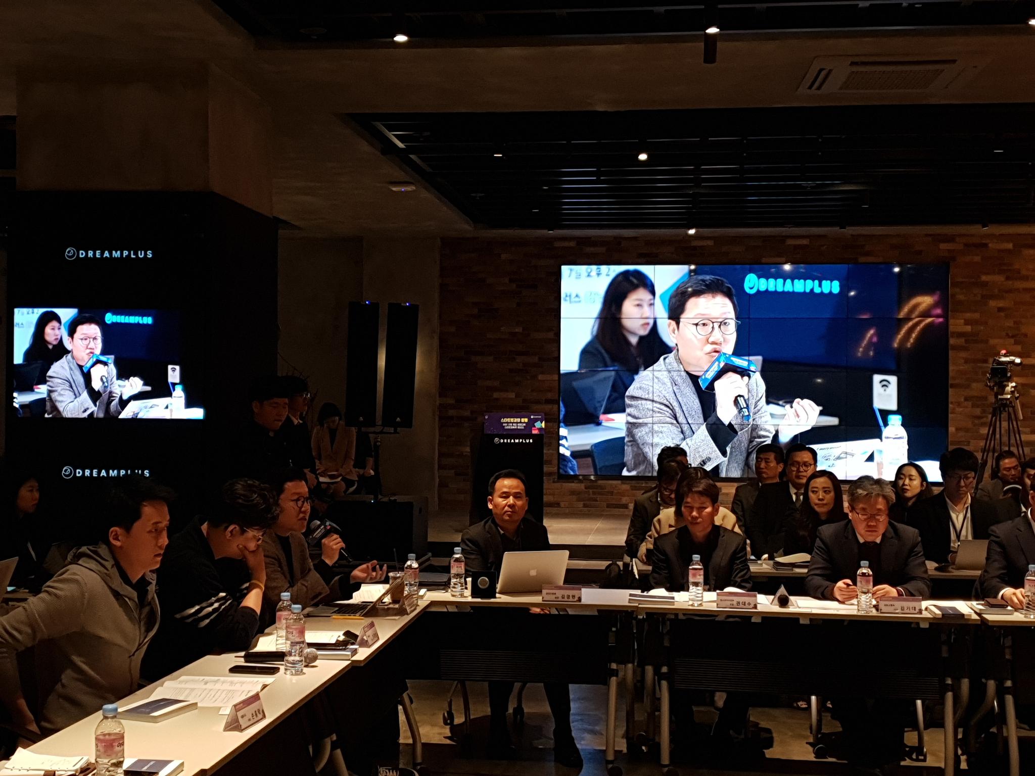 위쿡 김기웅(39) 대표가 스타트업 규제 개선 토론회에서 규제 애로사항을 발언하고 있다. 김정민 기자