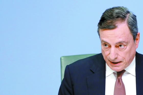 마리오 드라기 유럽중앙은행 총재가 7일 독일 ECB 본부에서 열린 기자회견에서 발언하고 있다. [로이터=연합뉴스]