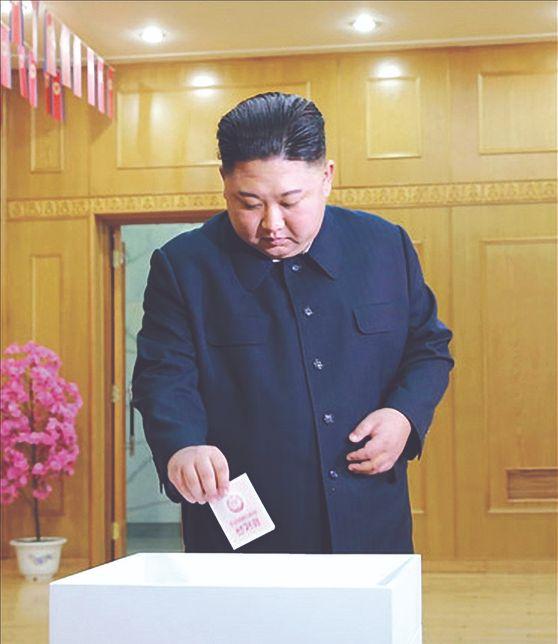 북한 최고인민회의 대의원 선거일인 10일 김정은 국무위원장이 김책공 대 에서 투표했다고 조선중앙 통신이 보도했다. [조선중앙통신=연합뉴스]