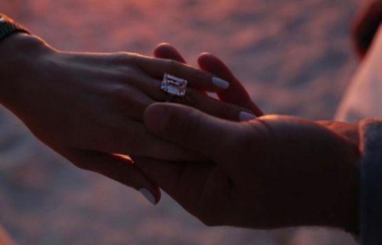 알렉스 로드리게스가 제니퍼 로페즈에게 큰 반지를 선물하며 청혼했다. [인스타그램]