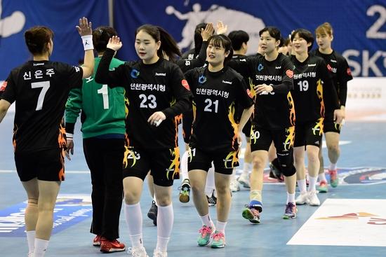 2018~2019 SK핸드볼코리아리그 여자부 인천시청이 4연승을 달리며 4위 자리를 탈환했다. 대한핸드별협회 제공