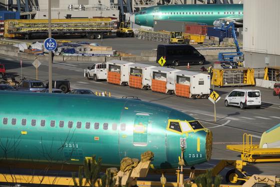 보잉 737 MAX 9 동체가 11일(현지시간) 미국 워싱턴 주 렌턴 공장에서 부품 조립을 위해 대기하고 있다. [AFP=연합뉴스]