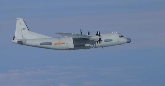 지난달 23일 한국방공식별구역(KADIZ)에 무단진입한 중국의 전자전 정찰기 Y-9JB. KADIZ를 지나 일본방공식별구역(JADIZ)도 침범했다. [사진 일본 항공자위대]