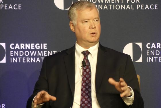 스티브 비건 미 국무부 대북특별대표가 11일 워싱턴에서 열린 카네기재단 핵정책 국제회의에서 기조연설을 하고 있다.[이광조 JTBC 카메라기자]
