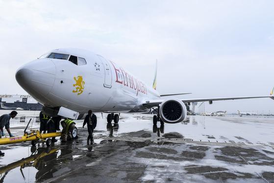 지난해 7월 에티오피아 아디스아바바 볼 국제공항에 계류된 '보잉 737 맥스 8'. [EPA=연합뉴스]