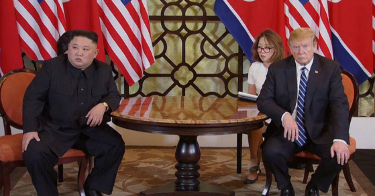 지난달 28일(현지시간) 도널드 트럼프(오른쪽) 미국 대통령과 김정은(왼쪽) 북한 국무위원장이 베트남 하노이의 소피텔 레전드 메트로폴 호텔에서 회담 도중 심각한 표정을 짓고 있다. [연합뉴스]
