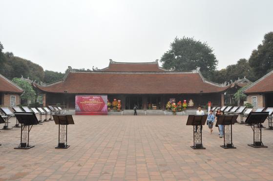 공자를 모시는 사당인 '반미에우(文廟)'의 본관 건물. 하노이 중심부에 자리잡고 있으며 이곳에서 과거시험이 시행됐다. 남정호 기자