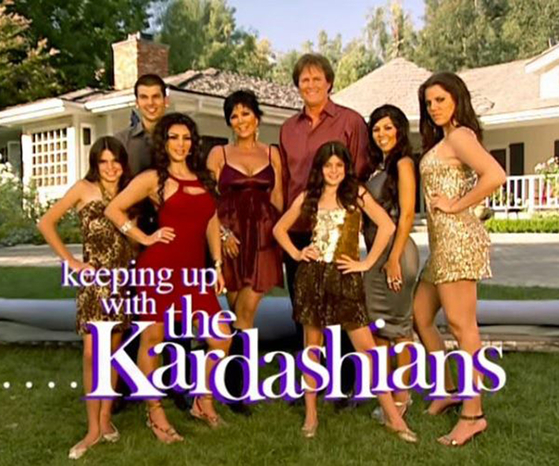 2007년 방영을 시작한 리얼리티쇼 '카다시안 패밀리 따라잡기'. 카일리 제너(오른쪽 세번째)는 9살때부터 이 방송에 출연하며 인지도를 쌓았다. [채널 E]