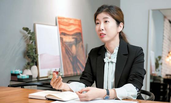 지난 4일 경기 성남시 분당구 서현동 박상희국어연구소 사무실에서 만난 박상희 강사가 3월 모의고사 오답 노트를 정리할 때 주의해야 할 점에 대해 말하고 있다. 프리랜서 김동하