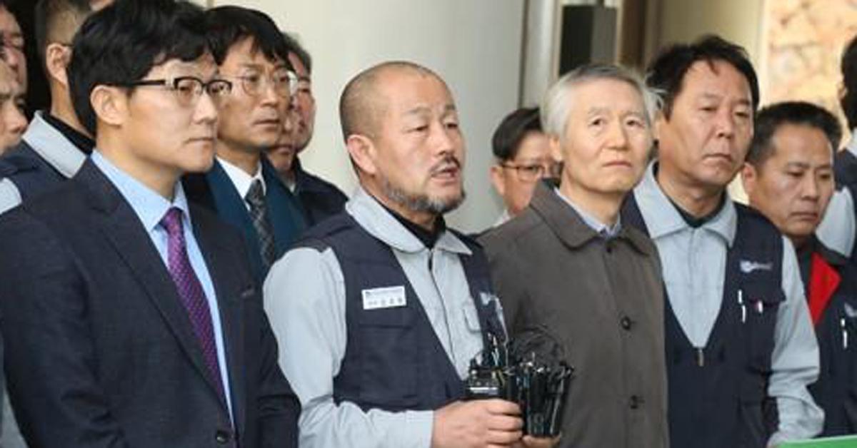 기자회견하는 강상호 기아차 노조지부장. [연합뉴스]