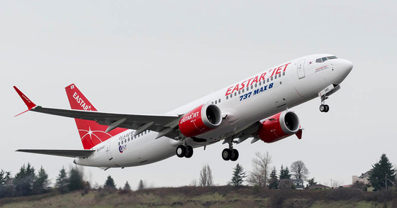지난해 12월 미국 시애틀 보잉 딜리버리 센터에서 이륙하는 'B737 맥스 8'. [사진 이스타항공]