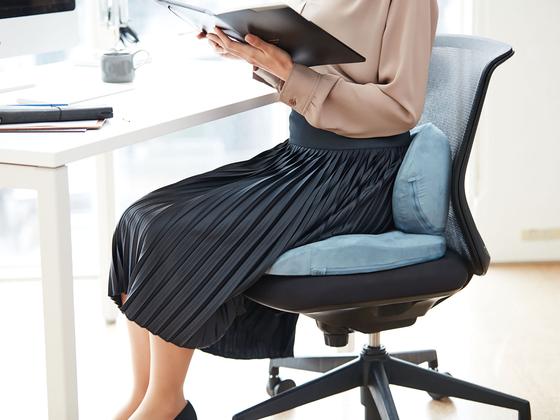 고체와 액체의 중간적 성격을 가진 특수 젤 소재인 엑스젤로 만든 사무 의자용 쿠션인 '허그' 제품. [사진 카지 코퍼레이션]