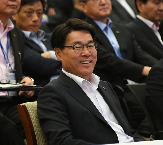최정우 포스코 회장이 지난해 서울 포스코센터에서 열린 'With POSCO 경영개혁 실천대회'에 참석했다. [사진 포스코그룹]