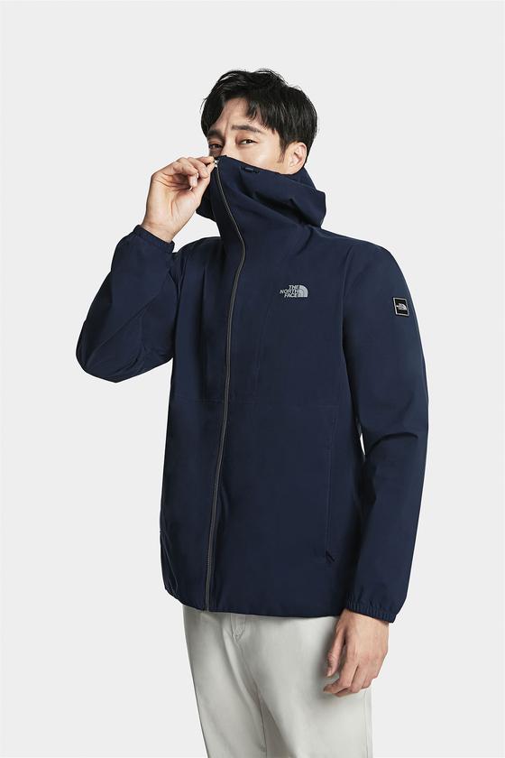 노스페이스 프로텍션 재킷 시리즈의 신제품인 남성용 미세먼지 쉴드 재킷 [사진 영원아웃도어]