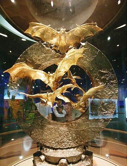 함평군이 나비축제를 홍보하기 위해 제작한 순금 162kg짜리 황금박쥐 순금 조형물. [뉴시스]