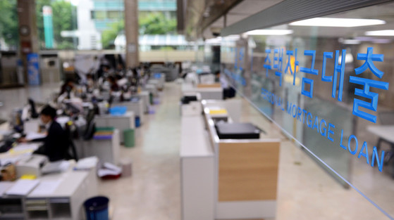 사진은 서울 시내 한 시중은행의 대출 창구 모습. [중앙포토]