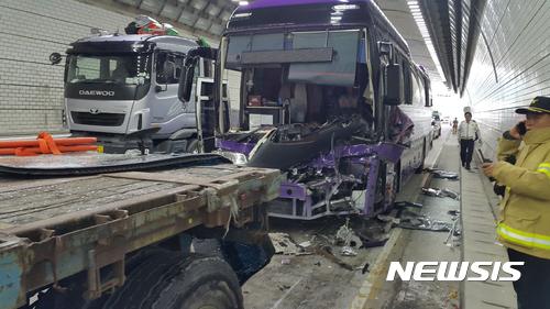 2017년 6월 영동고속도로 둔내터널에서 발생한 5중 추돌사고. [뉴시스]