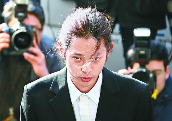 """""""왜 선물 안와요""""…정준영, 국내외 원정 성매매 의혹 추가"""
