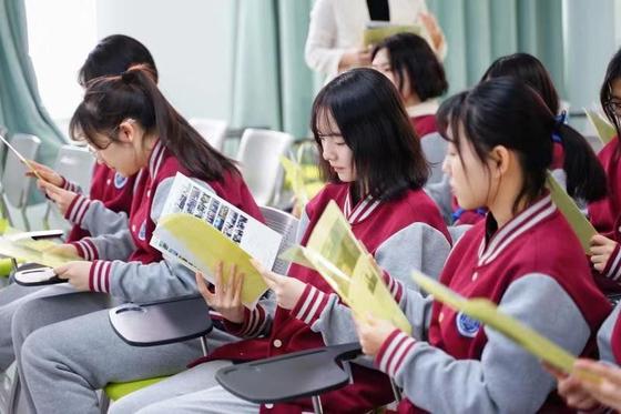 중국 베이징에 있는 신푸슈에외고 학생들 모습. 이중 10명 정도가 올해 하반기에 한국으로 유학 올 계획을 갖고 있다. [사진 미림여고]
