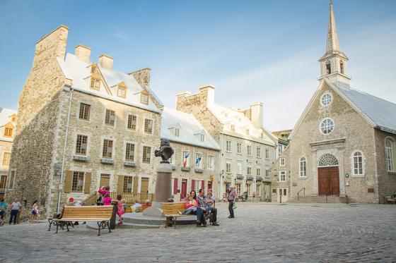 자갈 깔린 광장 모습이 프랑스의 여느 소도시 같은 플레이스 로열. [사진 캐나다관광청]