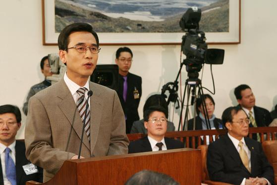 2006년 2월 7일 보건복지부 장관 후보자 인사청문회에서 발언 중인 당시 유 후보자. [중앙포토]